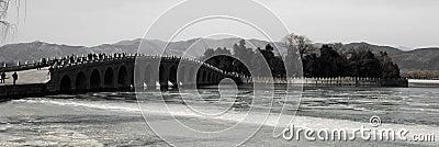 Il ponte 17-Arch nel palazzo di estate