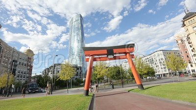 Il torii giapponese di Japonisme e di arte incurva nel simbolo di Bilbao, di buona fortuna e della prosperità stock footage