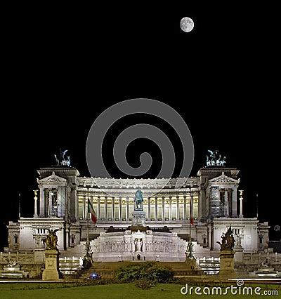 Free Il Vittoriano Dominates Over The Square Stock Photos - 11499343