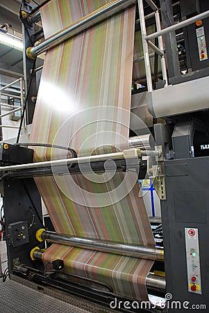 Il Web (rullo) ha stampato in offset la pressa