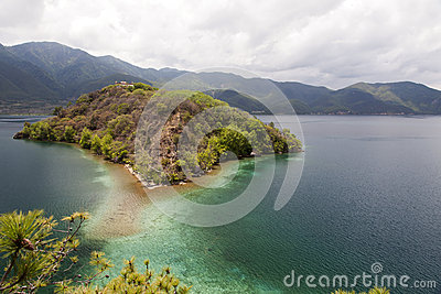 Ilha do lago mountain