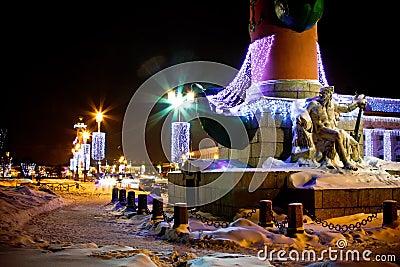 Illuminated column with sculpture