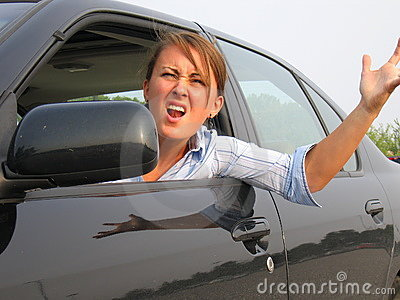 Ilsket för bil för fönsterkvinna ut skrika