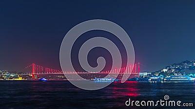 Iluminujący most nad Bosphorus nocy timelapse Turcja przemianowuje Bosporus mosta ` 15th Lipa męczenników Bridżowy ` istanbul zbiory