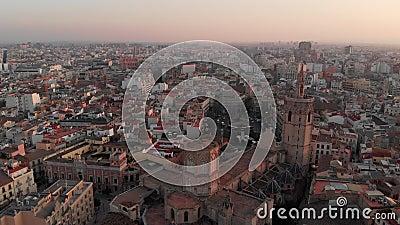 Imágenes de 4.000 drones del precioso y colorido casco antiguo de Valencia almacen de metraje de vídeo