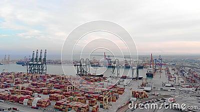 4.000 imágenes de drones del puerto lleno de barcos en Valencia metrajes