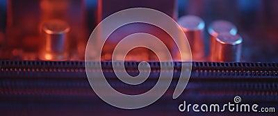 Imágenes deslizantes de la superficie de los chips de piezas de hardware del equipo, motherboard almacen de metraje de vídeo