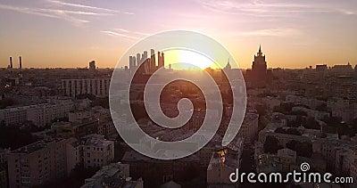 Imágenes en 4K de la vista aérea del Panorama de la Puesta del Sol al Centro Histórico de Moscú metrajes