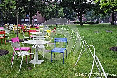 Im Freienrasen-Stühle