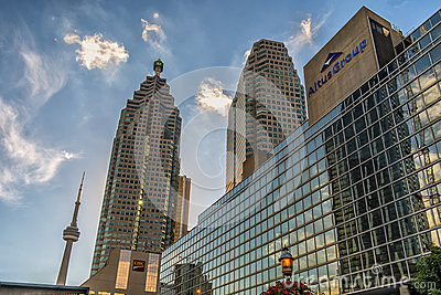 Im Stadtzentrum gelegene Gebäude Torontos Redaktionelles Stockbild