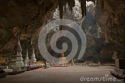 Image of buddha in the cave.