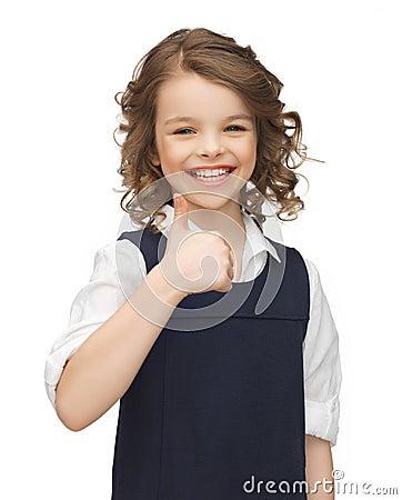 Menina Pre-adolescente que mostra os polegares acima