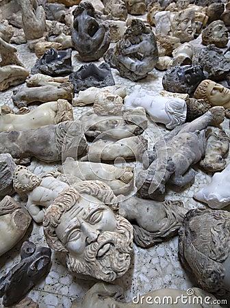 Imitation busts of historic personalities