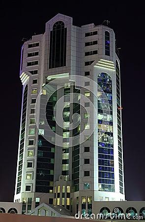 Immeuble de bureaux moderne dans doha photographie for Immeuble bureau moderne