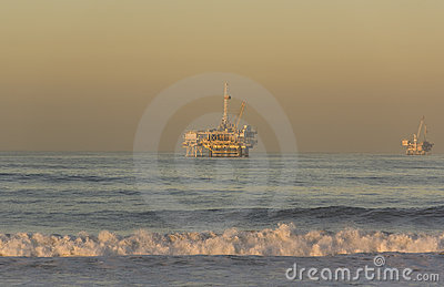 Impianti offshore in mare aperto Huntington Beach California