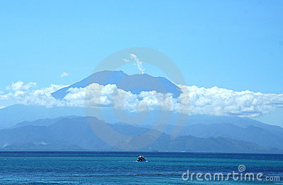 Impressive volcano above the ocean