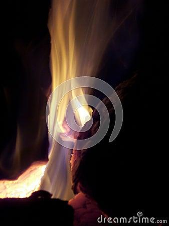 Incendie de camp la nuit