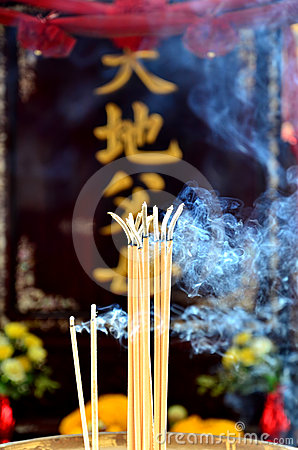 The incense and worship Buddha