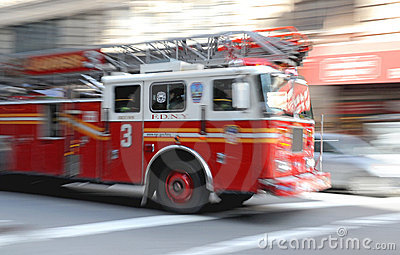 Incêndio - Firetruck na arremetida em NY