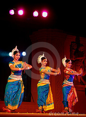Free India Dancers In Traditional Costume Stock Photography - 18725442