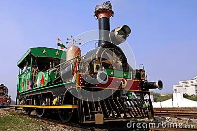 India oude stoomtrein royalty vrije stock foto afbeelding 4806645 - Mand een machine huis ter wereld ...