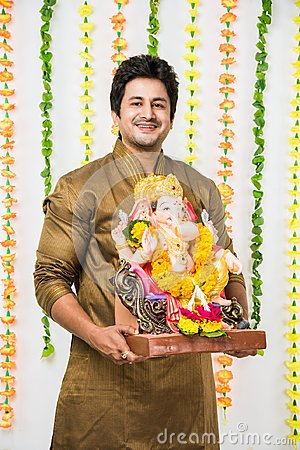 Free Indian Handsome Man In Ethnic Wear Holding A Ganesh Idol, Welcoming God On Ganesh Chaturthi / Festival At Home With Happy Expressi Royalty Free Stock Images - 97715119
