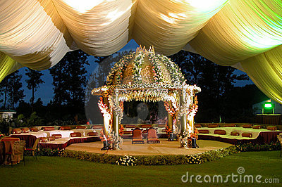 indian-hindu-wedding-stage-man