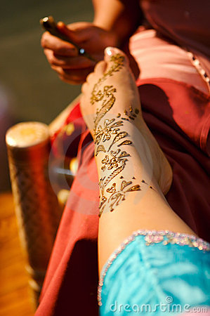 Free Indian Wedding Bride Getting Henna Applied Royalty Free Stock Photography - 5233907