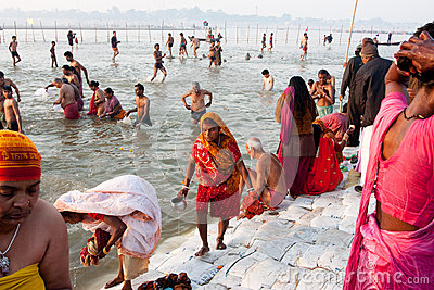 Indian woman in sari collect holy water Editorial Stock Image