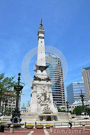 Indiana Soldiers  and Sailors  Monument, Statehouse in backgroun Editorial Photography