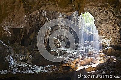 Indicatore luminoso attraverso le caverne