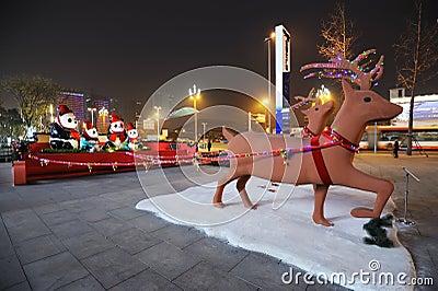 Indicatori luminosi di Natale alla notte Fotografia Stock Editoriale