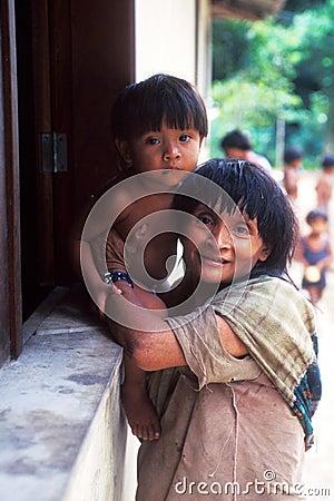 Indios nativos Awa Guaja del Brasil Fotografía editorial