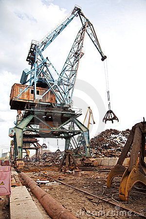 Industrial grabber  loads scrap metal