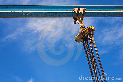 Industrial lifting winch and chain