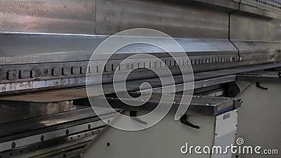 Industriell produktion - maskinen för böjande metall lager videofilmer