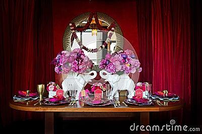Indyjski położenia stołu ślub