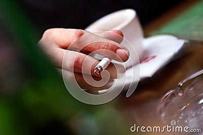 Inestetic hand smoking