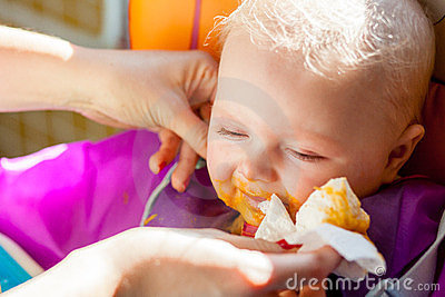 Infant learning to eat