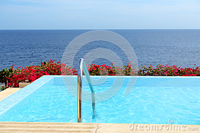 The infinity sea view swimming pool with jacuzzi
