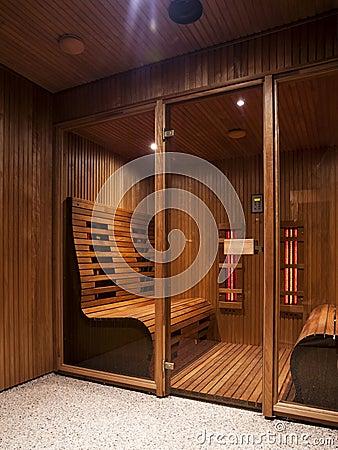 Free Infrared Sauna Cabin Stock Photography - 39387832
