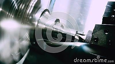 Ingeniería industrial Procesamiento automático de metales Fresado y perforación almacen de metraje de vídeo