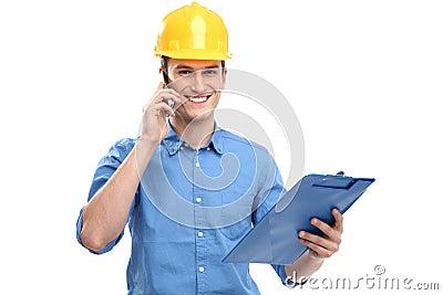Ingenieur die bouwvakker draagt