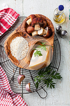 Free Ingredients For Risotto With Wild Mushrooms Stock Photos - 44703843