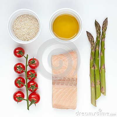 Ingredients for salmon with asparagus