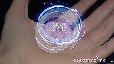 Inhalt ist Königtexthologramm auf einer weiblichen Hand stock footage