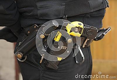Injetor de Taser da polícia Foto Editorial