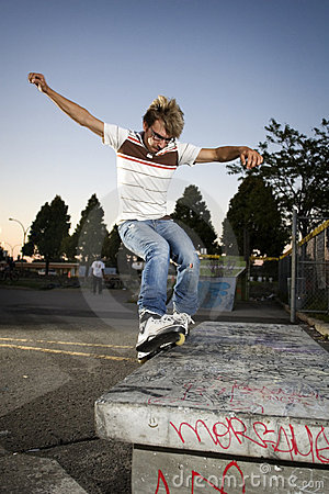 Free Inline Skater Doing A Grind On Bench Royalty Free Stock Photo - 6651795
