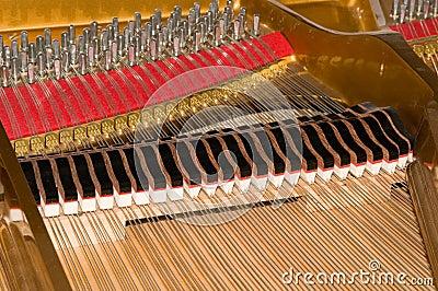 Innerhalb des Stutzflügel-Klaviers
