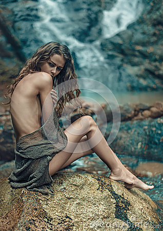 Free Innocent Lady Resting On The Sharp Rock Royalty Free Stock Photos - 87940938